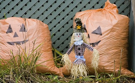 Garbage Bag Jack-Os - Outdoor Halloween Decorations