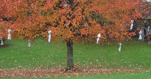 Ghosts Hanging on a Tree - Outdoor Halloween Decorating Idea