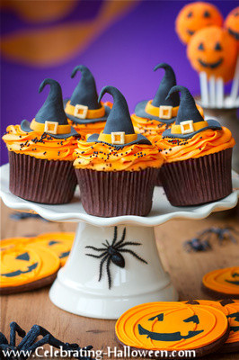 Halloween Witch Hat Cupcake Decorating Idea