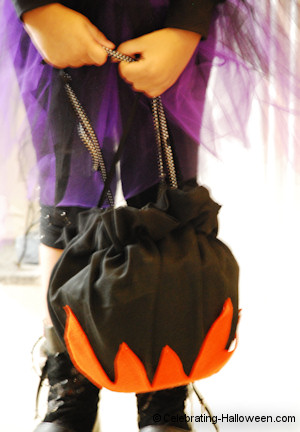 Witch's Cauldron Candy Container Bag - DIY Halloween Costume Accessory